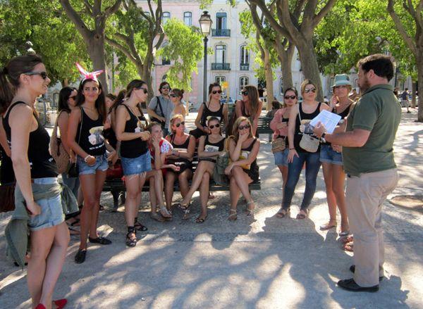 Peddy Paper en Oporto. Despedidas de soltero y soltera en Oporto, Portugal. Agencia de viajes organizadora de eventos para grupos en Portugal. Búsqueda del tesoro en Oporto.