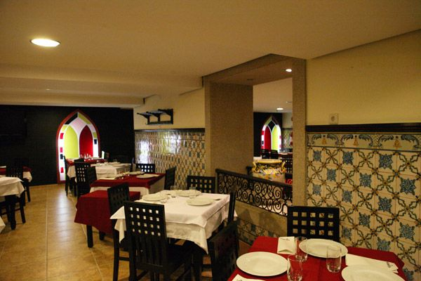 Cena en restaurante de albufeira. Despedidas de soltero y soltera en Algarve, Portugal.