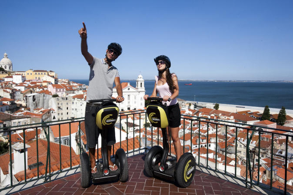 Despedida de soltero en Lisboa. Segway en Lisboa. Despedida de soltera en Portugal.