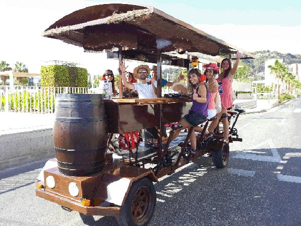 Despedida de soltero en Sevilla. Bici bar en Sevilla. Despedidas de soltera.