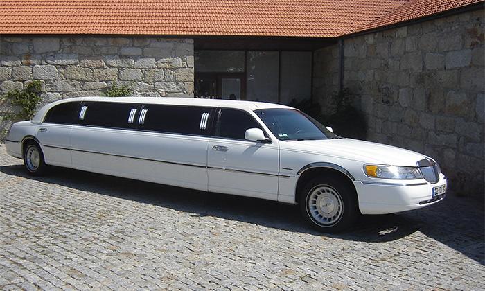 Limusina en Oporto. Alquiler de limusina para grupos de despedidas de soltero y soltera en Oporto, Portugal.