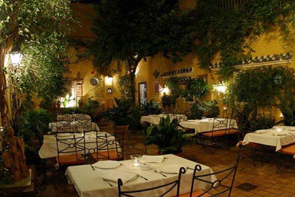 restaurante-manolo-leon-en-sevilla-despedidas-de-soltero-y-soltera-eventos-de-empresa-y-bodas-en-sevilla