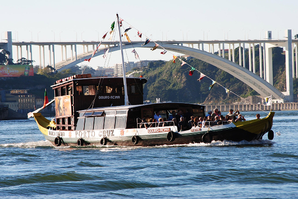 Crucero por el Duero en Oporto. Despedida de soltero y soltera en Portugal.