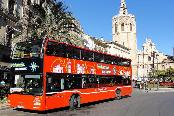 Despedida de soltero en Valencia. Autobús turístico en Valencia. Despedidas de soltero y soltera en Valencia. Tour por la ciudad de Valencia en autobús.