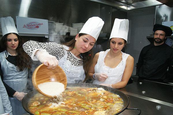 Despedida de soltero en Valencia. Experiencia culinaria en Valencia. Despedidas de soltero y soltera en Valencia. Workshop cocina