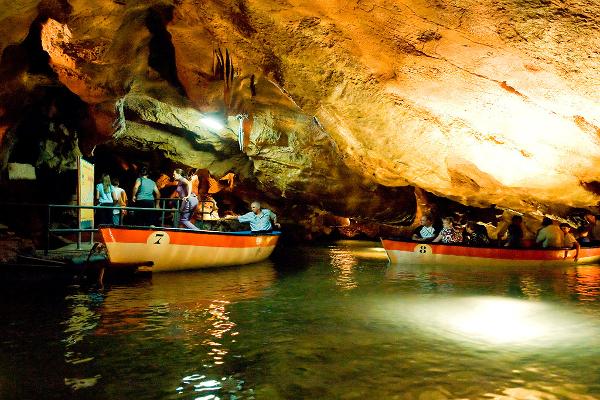 Despedida de soltero en Valencia. Grutas de Valencia. Paseo en barco por las cuevas de Valencia. Despedida de soltero y soltera en Valencia