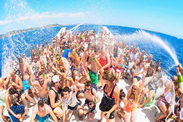 Fiesta en barco en Valencia. Despedidas de soltero y soltera en Valencia