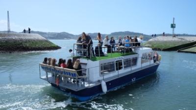 Fiesta en barco para grupos en Lisboa. Paseo en barco por el río Tajo. Despedida de soltero en Lisboa