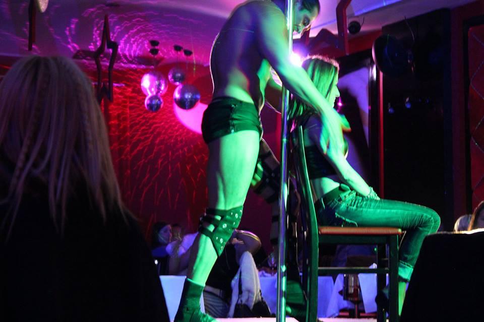 Restaurante con show erótico en Oporto. Cena para grupos de despedidas de soltero y soltera en Oporto